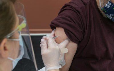 Vacinação contra a covid-19: A recusa do empregado e a polêmica da justa causa
