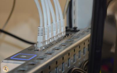 Consumidor tem direito a indenização caso operadoras de internet não entreguem a velocidade mensal contratada.